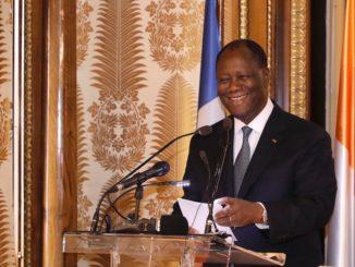 Le président ivoirien Alassane Ouattara, donnant un discours à l'Académie des Sciences d'Outre-mer en février 2020.