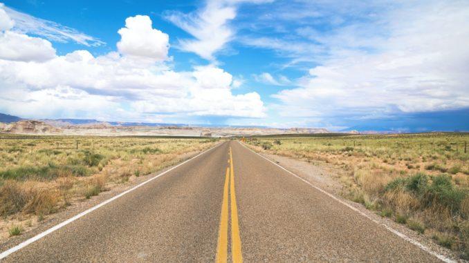 Une route bitumée.